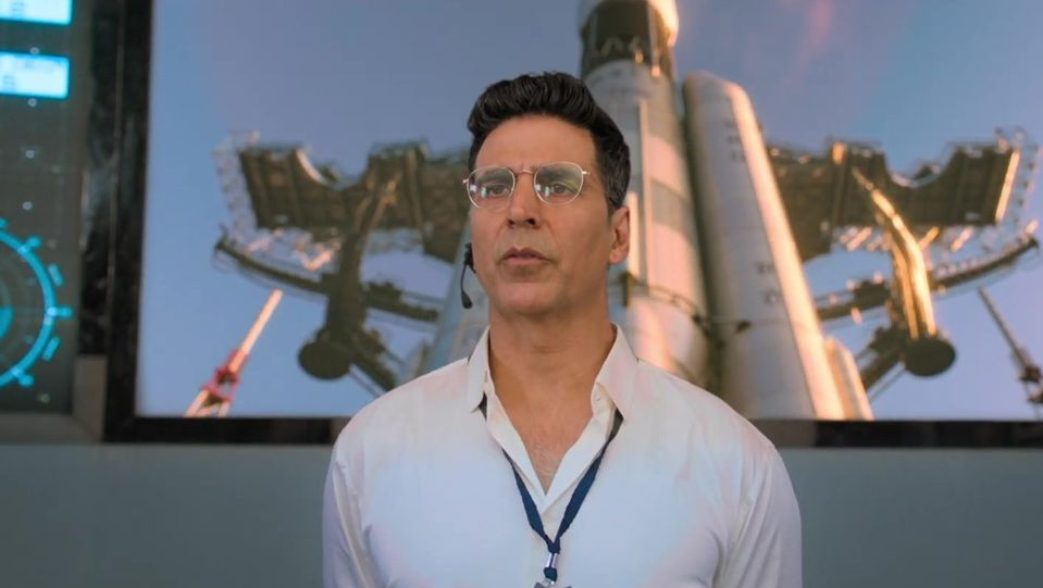 Celebrity Hairstyle Of Akshay Kumar From Official Trailer Mission Mangal 2019 Charmboard